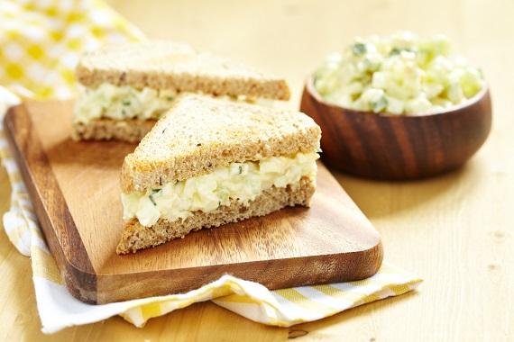 Sandvisuri cu salata