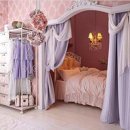 Dormitor in nuante de lavanda si roz