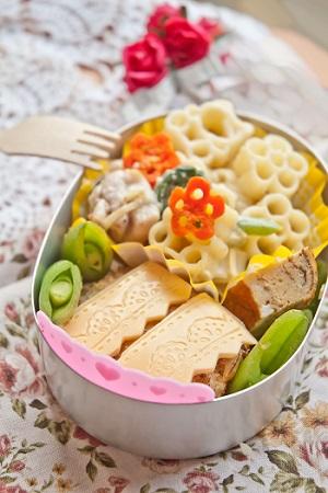 Salata de paste in forma de floricica
