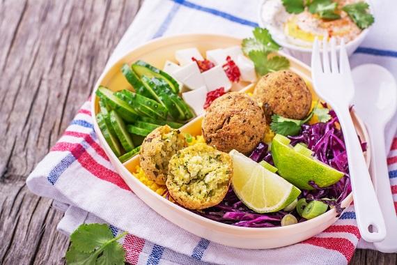 Mix de salate si chiftelute