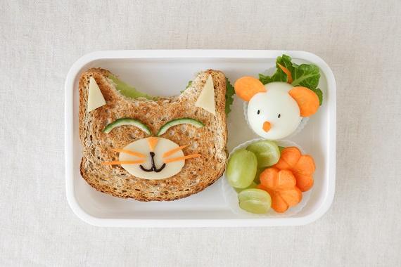 Sandvis in forma de pisicuta si soricel din ou fiert