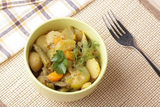 Mancarica cu fasole verde, dovlecei, cartofi, morcovi