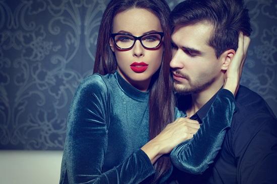 Fata cu ochelari, alaturi de partenerul ei