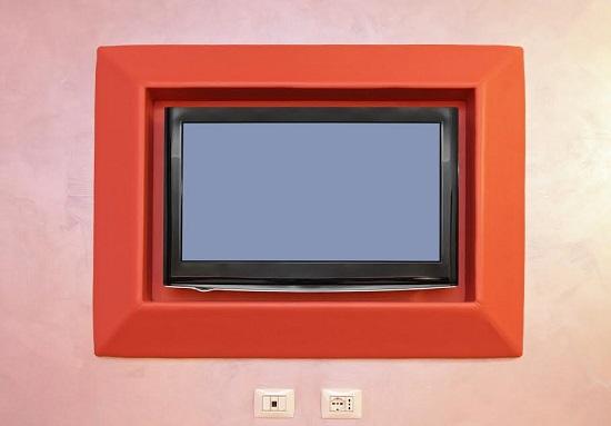 Televizor cu ecran plat, inramat