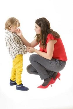 Mama ce isi calmeaza baietelul