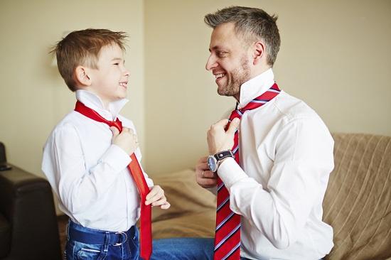 baietel dornic sa isi imite tatal