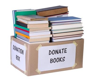 Carti puse in cutie, gata sa fie donate