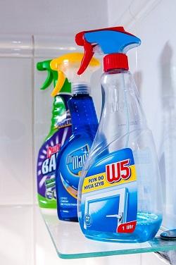Tot felul de spray-uri pentru curatenie