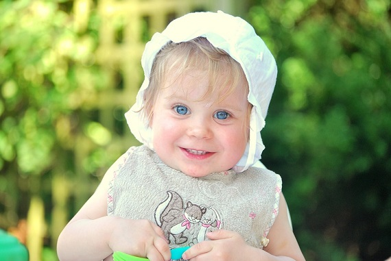 Fetita cu bonetica
