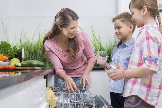 Intrecere la masina de spalat vase