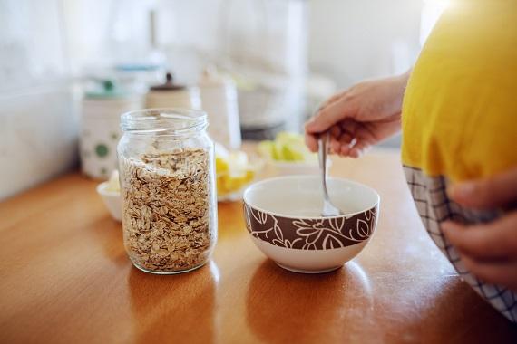 Femeie insarcinata ce vrea sa consume cereale
