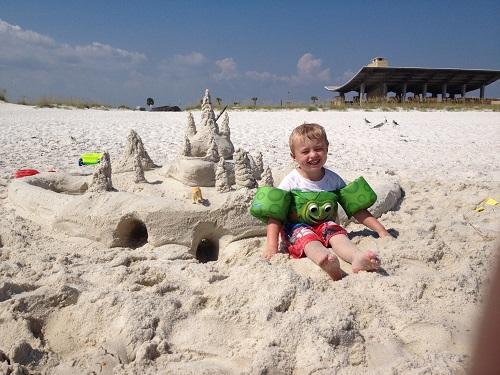 Castelul de nisip cu tuneluri