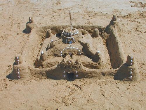 Castel de nisip cu turnuri de observatie