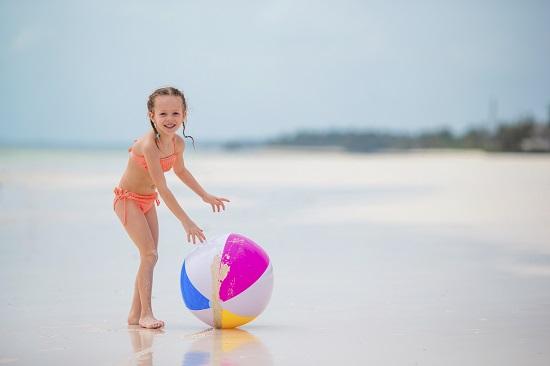 """Joc- """"Mingea de plaja e fierbinte!"""""""