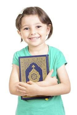 Fetita de origine araba ce are un nume unic, ce inseamna Iubire