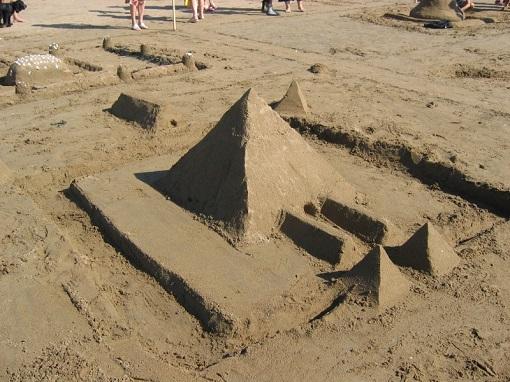 Castel-piramida