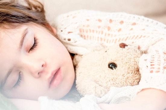 Copil racit, cu febra