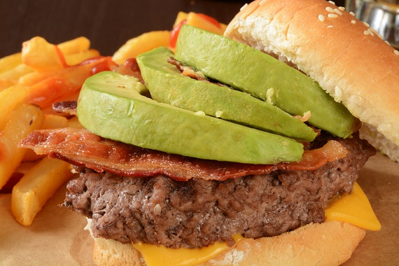 Hamburger cu avocado