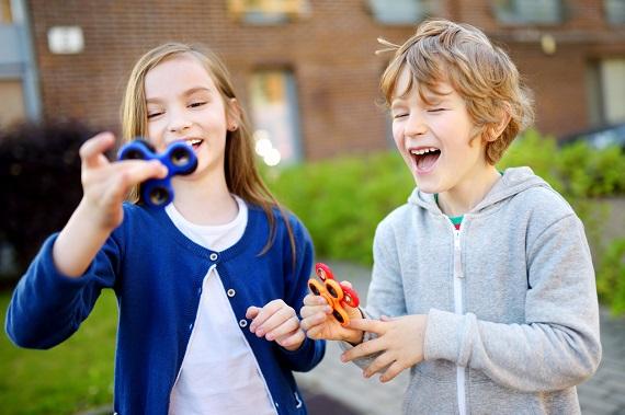 Copii cu Fidget Spinner