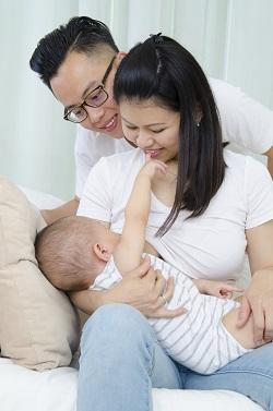 Rolul tatalui in alaptare: sa incurajeze mama sa nu renunte la alaptarea pe cale naturala