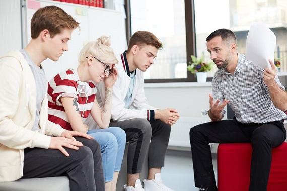 Adolescenti rusinati de ce le spune un adult