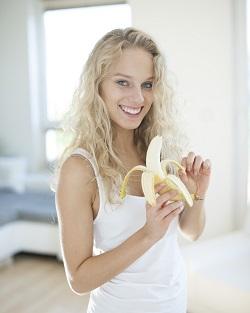 Bananele pot ameliora simptomele sindromului premenstrual