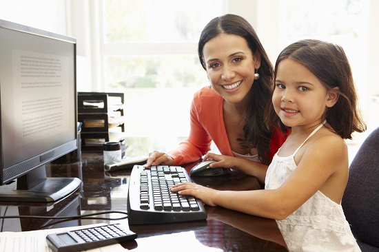 In general, copiii de succes au mame care lucreaza