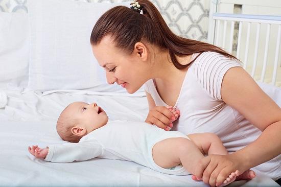 Mama ce sta cu bebelusul ei