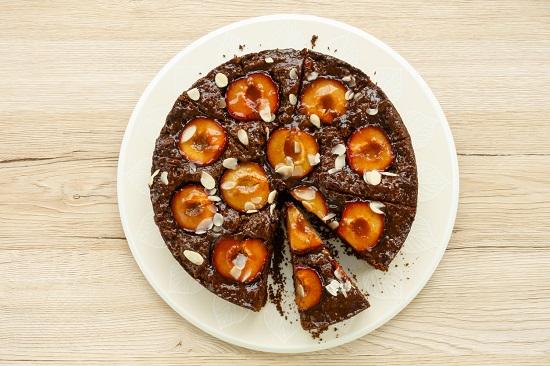 Tarta de ciocolata, cu prune