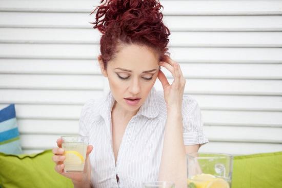 Durerea de cap, una dintre posibilele reactii adverse ale dietei cu lamaie