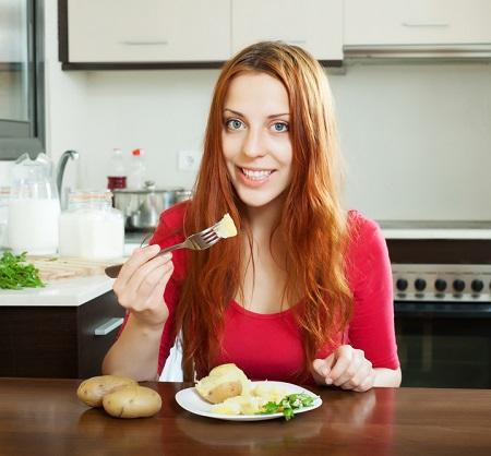 Cartofii copti pot fi consumati in cadrul dietei cu cartofi