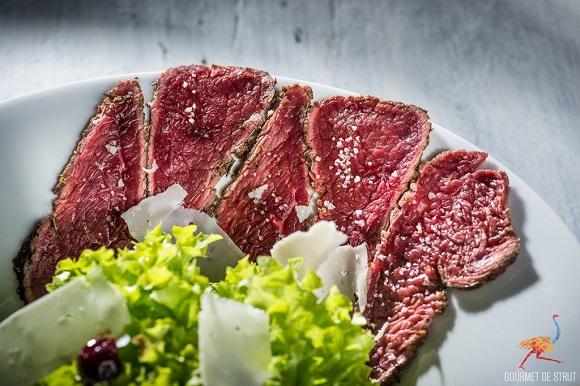 Roast carpaccio cu carne de strut