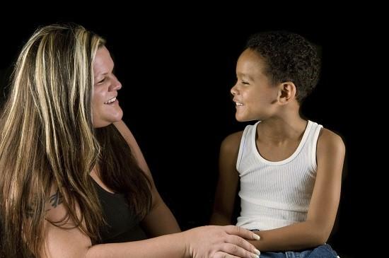 Sfat de la specialistii in psihologia copilului adoptat: copilul trebuie lasat sa-si exprime sentimentele legate de adoptie