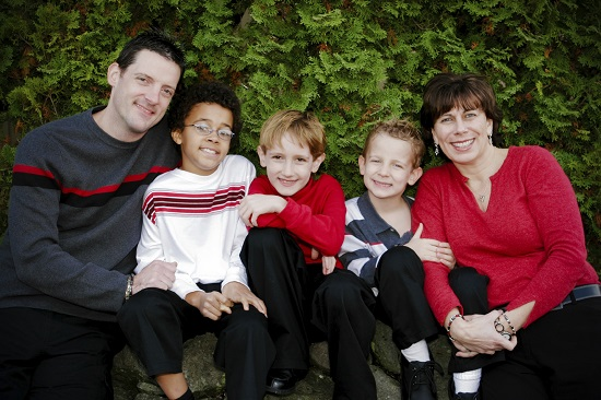 Familia adoptativa trebuie sa-l ajute pe copilul adoptat sa se simta acasa
