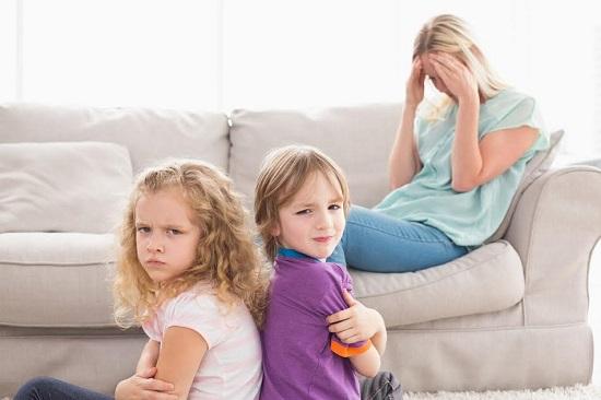 Mama stresata si obosita, copii neascultatori