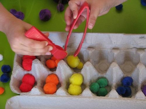 Descoperim culorile cu pom-pom