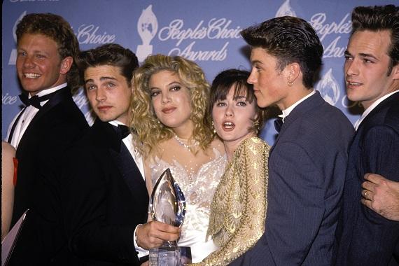 Actorii ce intruchipau personajele principale din Beverly Hills, la o decernare de premii