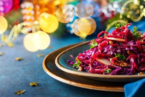 Salata de varza  rosie, cu mere si nuci
