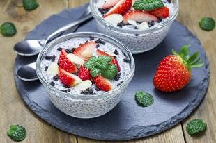 Crema de branza dulce si fructe se poate regasi in meniul ideal din perioada alaptarii
