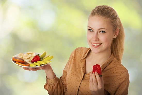 O gustare din fructe proaspete- trebuie inclusa in meniul din perioada alaptarii