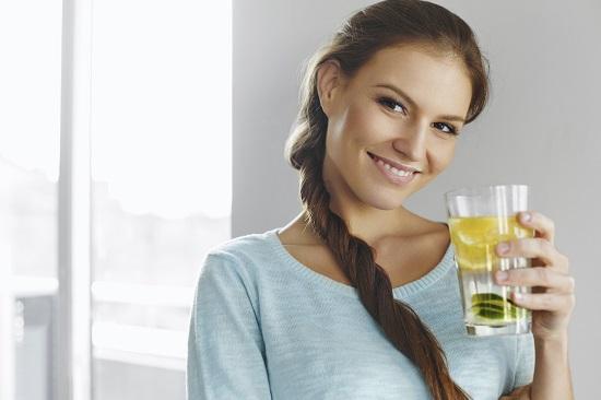 Hidratarea contribuie la imbunatatirea aspectului sanilor