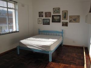 Dormitor inainte de a fi transformat in camera de oaspeti si birou