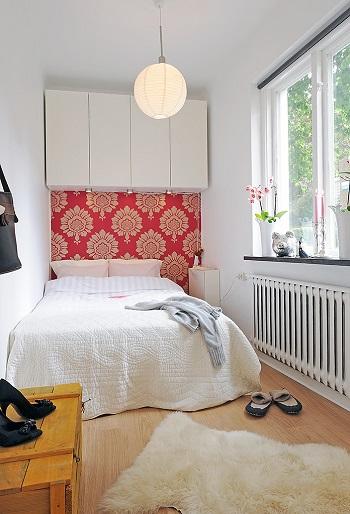 Dulapuri suspendate deasupra unui pat-idee de design pentru apartamente mici