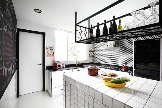 Corp de depozitare in bucatarie-idee de design utila pentru apartamentele mici