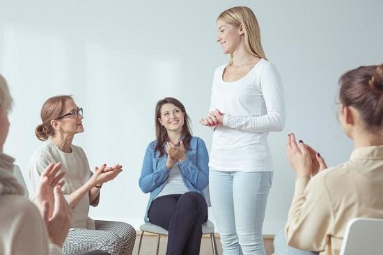 Cum sa fii mai sociabila vei invata si vorbind in fata altor persoane