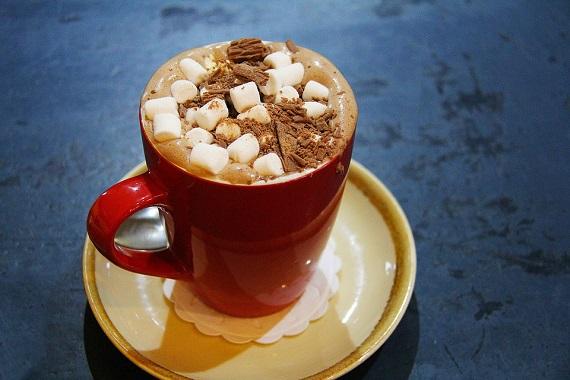 Ciocolata calda cu Marshmallow si ciocolata rasa