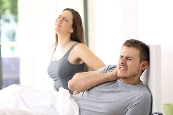 Cuplu ce nu a dormit bine