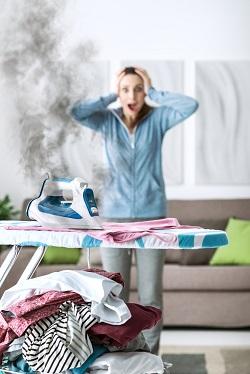Femeie ce a ars rufele cu fierul de calcat