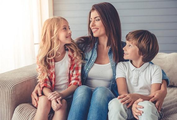Mama alaturi de copiii ei