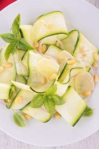 Salata din  zucchini cruzi